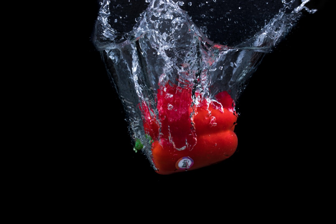 فلفل دلمه ای قرمز آتاویتا در آب