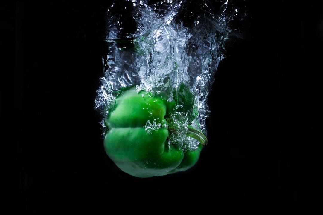 فلفل دلمه ای سبز آتاویتا در آب